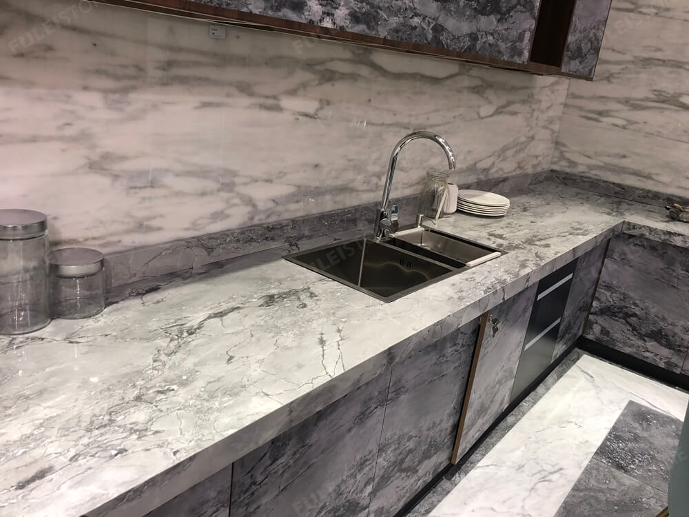 Super White Quartzite Countertop in Kitchen (1)