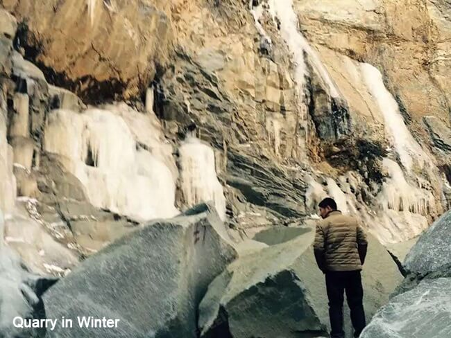 Mongolia Black Granite Quarry in Winter (1)