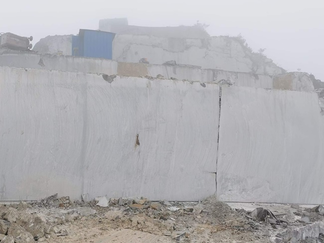 Top of China grey marble mine