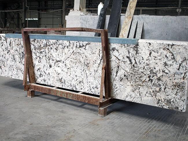 everest white granite kitchen countertops (1)